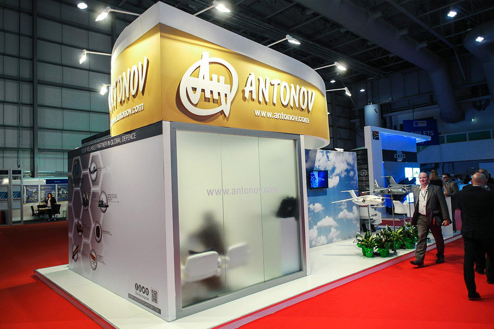 Виставковий стенд заводу Антонова