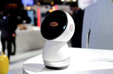 Робот Jibo на стенде Interpipe