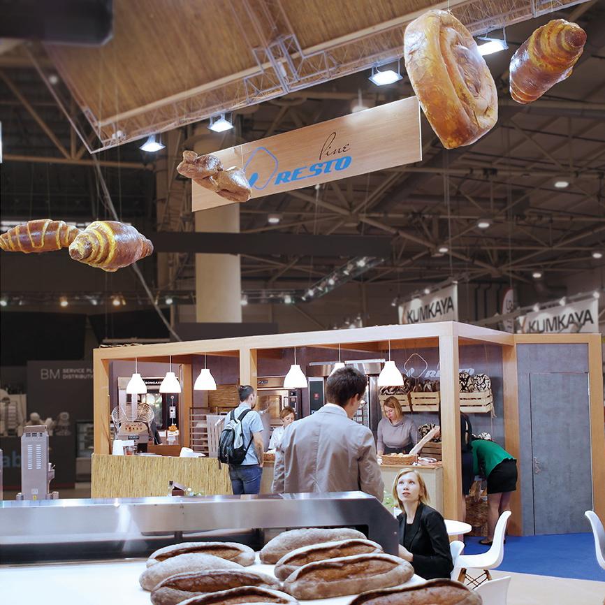 Хлібо-булочні вироби хенд-мейд на виставочному стенді хлібопекарні