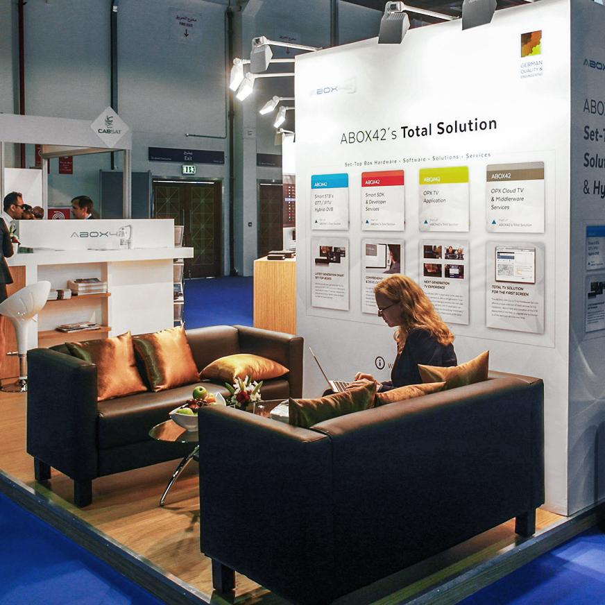 Виставковий стенд з диванами для німецької компанії на виставці в ОАЕ